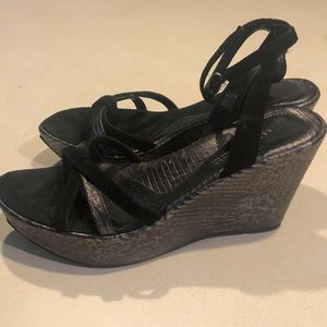 "Stunning Kenneth Cole 5"" wedge shoes"